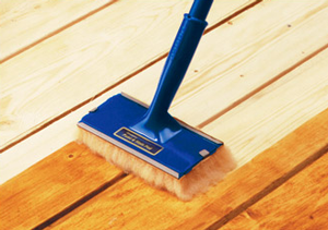 apply deck stain